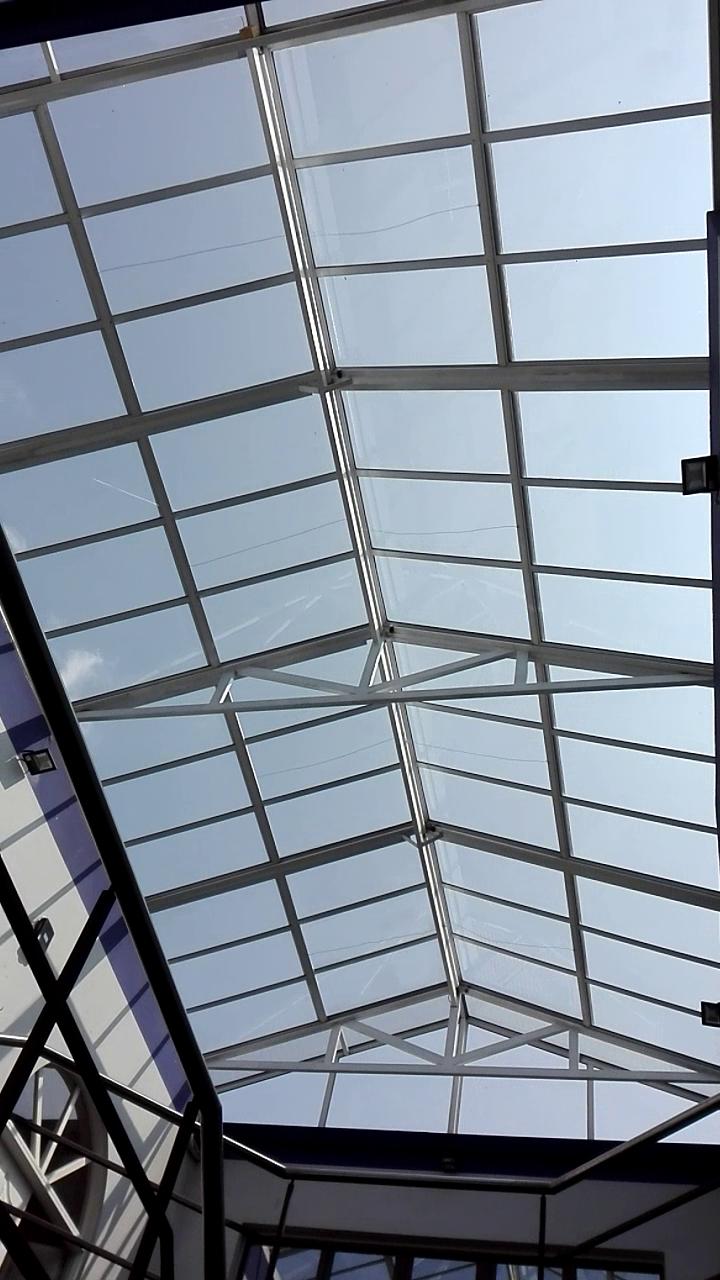 techo a dos aguas con encendido a distancia